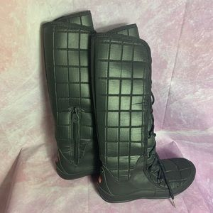 The north face women boots size 9